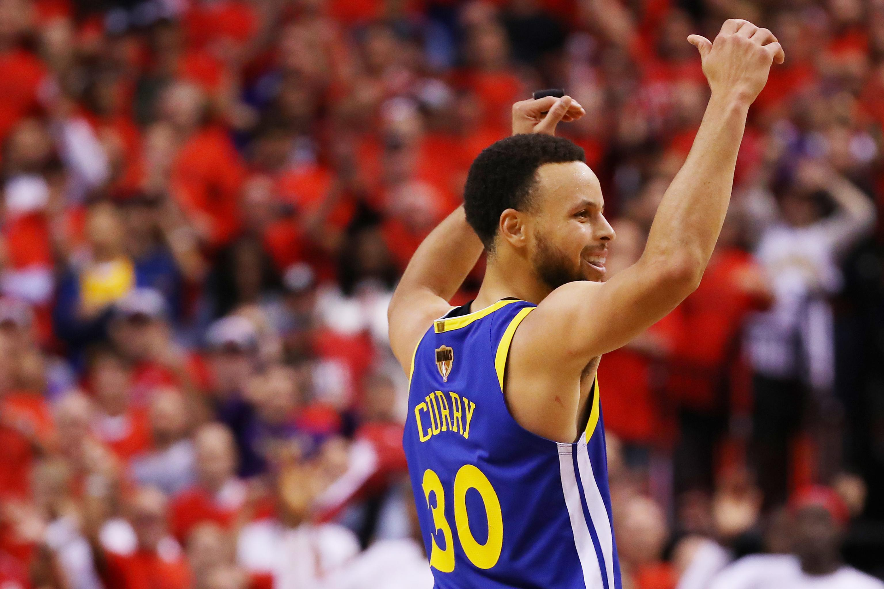 8dea2c63e52 Stephen Curry, Warriors Stun Kawhi Leonard, Raptors to Win Game 5 of NBA  Finals | Bleacher Report | Latest News, Videos and Highlights