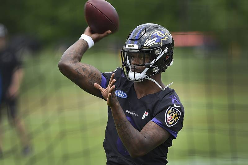 Could Lamar Jackson Have Mahomes-Like Breakout? Ravens Are Trying to
