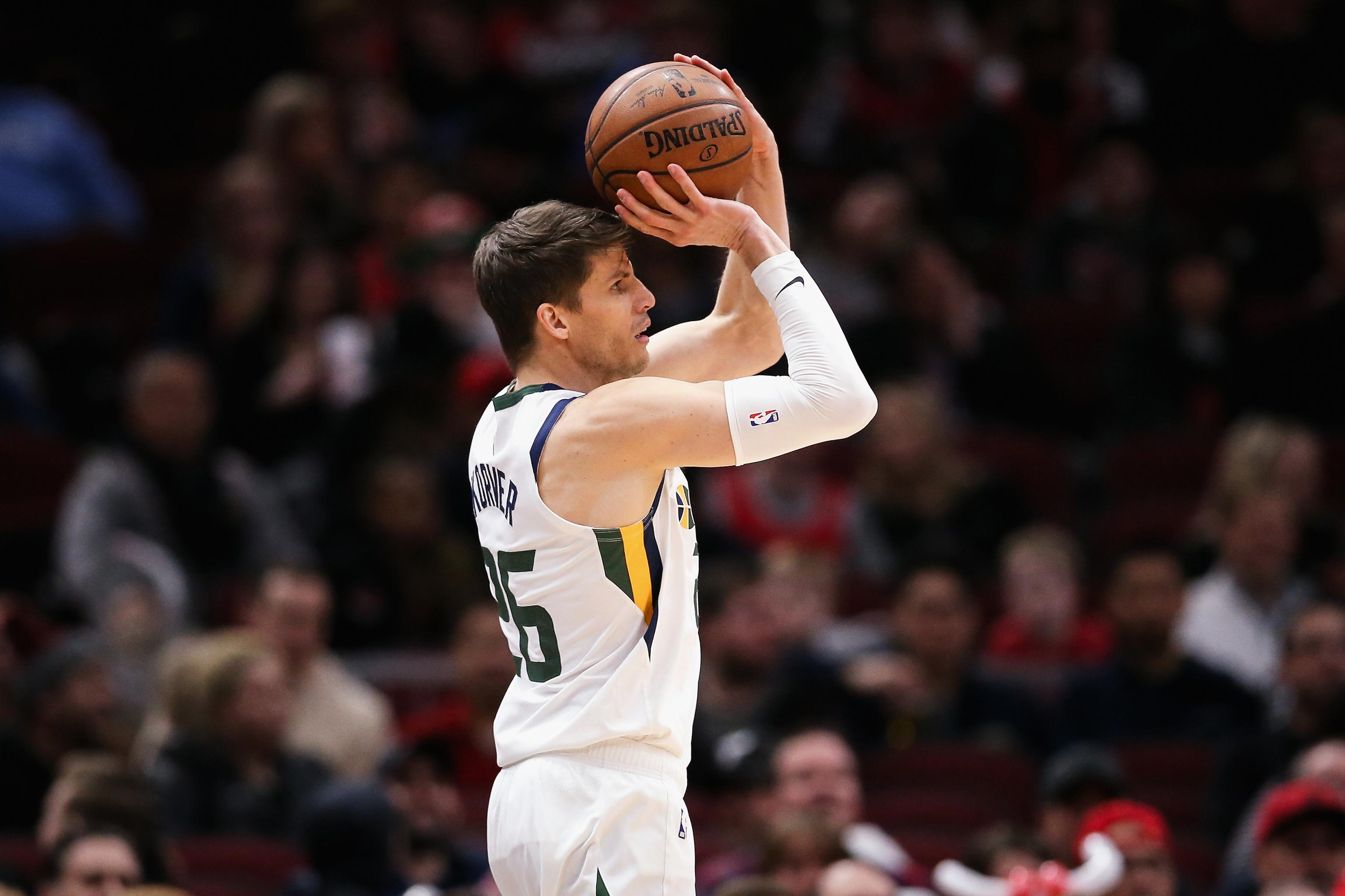 new concept d7d1c 2858b Report: Suns to Buy Out Kyle Korver After Trade; Lakers ...
