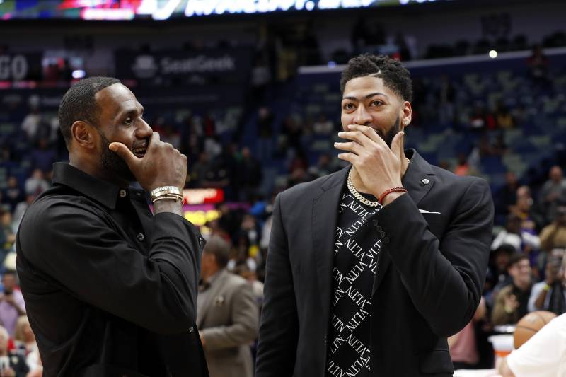 5449d8e6 Lakers News: LeBron James Officially Gives Anthony Davis No. 23 Jersey