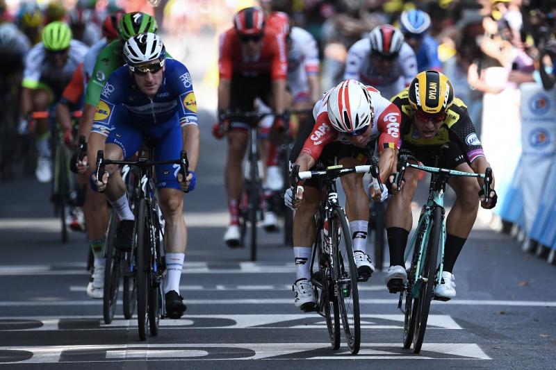 Tour de France 2019: Caleb Ewan Edges Dylan Groenewegen to Win Stage 11