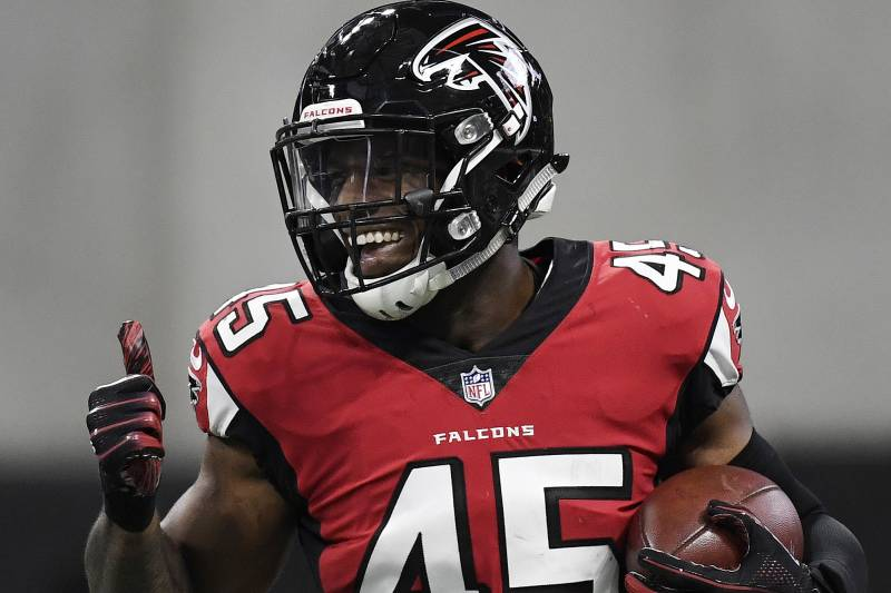 buy popular 78ae6 0d1dd LB Deion Jones, Falcons Agree to 4-Year, $57M Contract ...