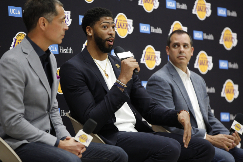 Lakers Rumors: Latest Buzz on Anthony Davis and Klay Thompson