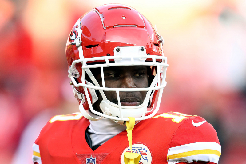 Chiefs' Tyreek Hill Hospitalized with Shoulder Injury; Reportedly Will Miss Time