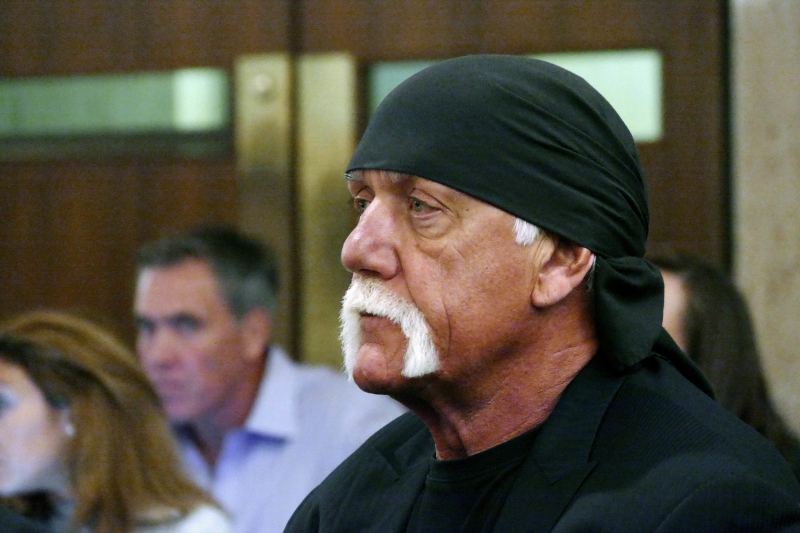 Chicago Cop Under Investigation for Giving Hulk Hogan a Ride on O'Hare Tarmac