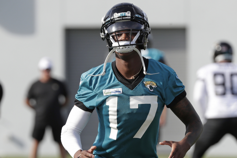 Jaguars WR DJ Chark Jr. Won't Return vs. Dolphins After Suffering Concussion