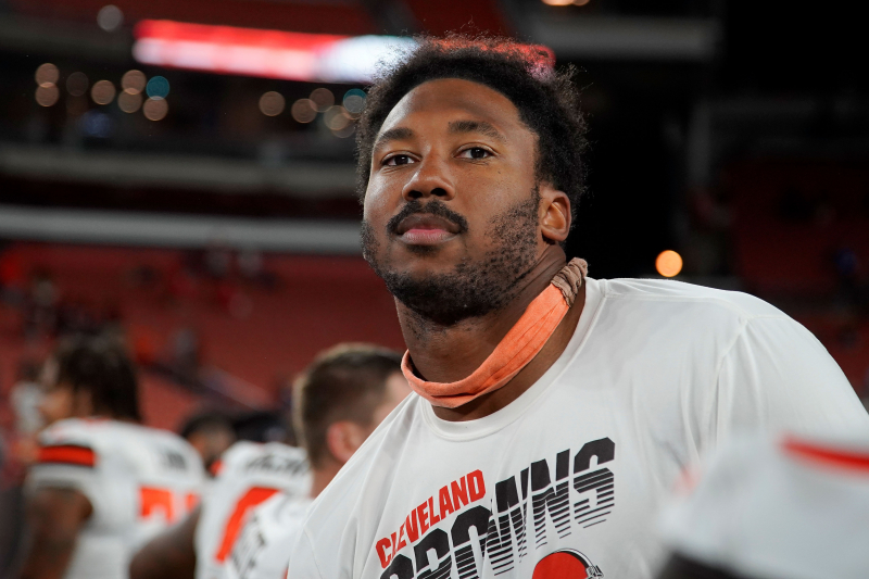 Look: Browns' Myles Garrett Wears 'Stranger Things' Visor Before Colts Game