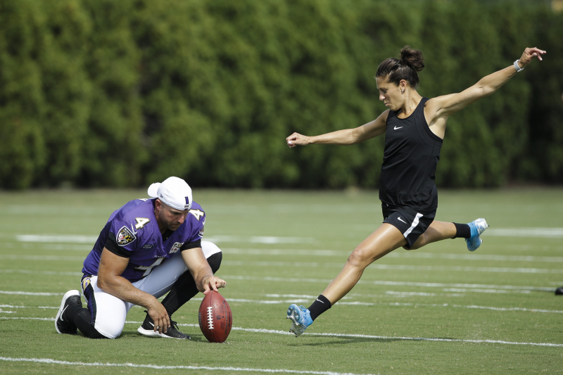 Video: Watch USWNT Star Carli Lloyd Drill 55-Yard Field Goal at Eagles Practice