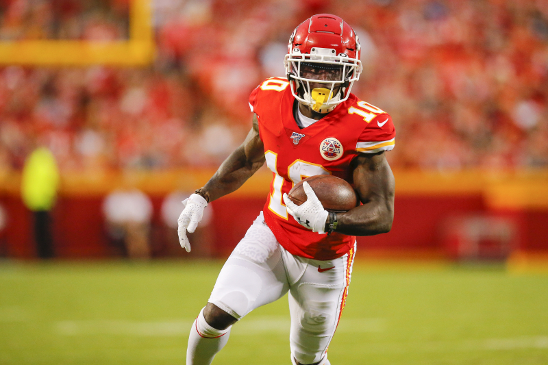 Report: Chiefs' Tyreek Hill Out 4-6 Weeks with Shoulder Injury, Won't Go on IR