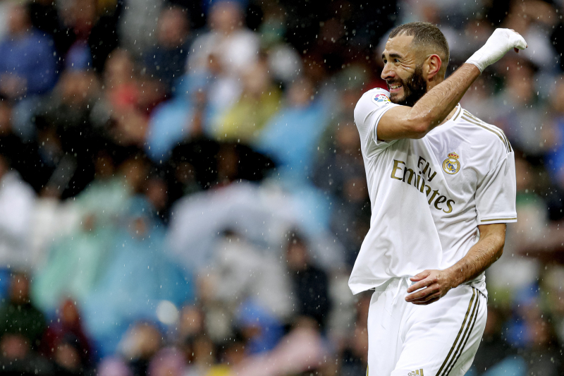 Karim Benzema Brace Powers Real Madrid Past Levante