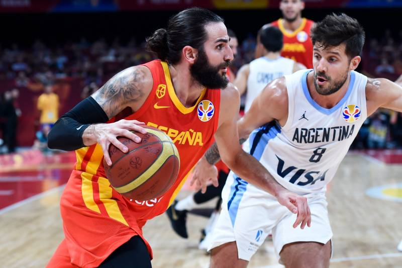 Spain's Ricky Rubio (L) dribbles past Argentina's Tayavek Gallizzi during the Basketball World Cup final game between Argentina and Spain in Beijing on September 15, 2019. (Photo by WANG ZHAO / AFP)        (Photo credit should read WANG ZHAO/AFP/Getty Images)