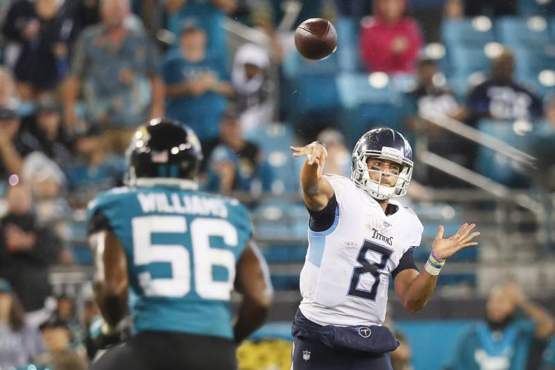 JACKSONVILLE, FLORIDA - SEPTEMBER 19: Marcus Mariota #8 of the Tennessee Titans throws a pass during the second quarter against the Jacksonville Jaguars at TIAA Bank Field on September 19, 2019 in Jacksonville, Florida. (Photo by James Gilbert/Getty Images)