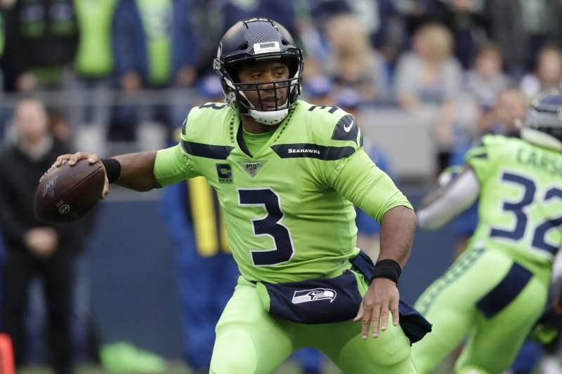 Russell Wilson Reminds Nfl Why He S Special In Taking Down