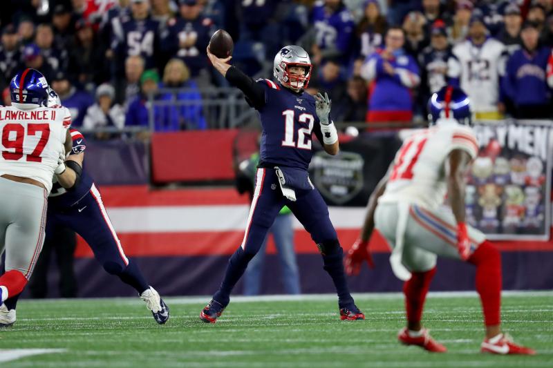 Tom Brady, Patriots Move to 6-0 as Defense Stifles Daniel Jones' Giants on TNF