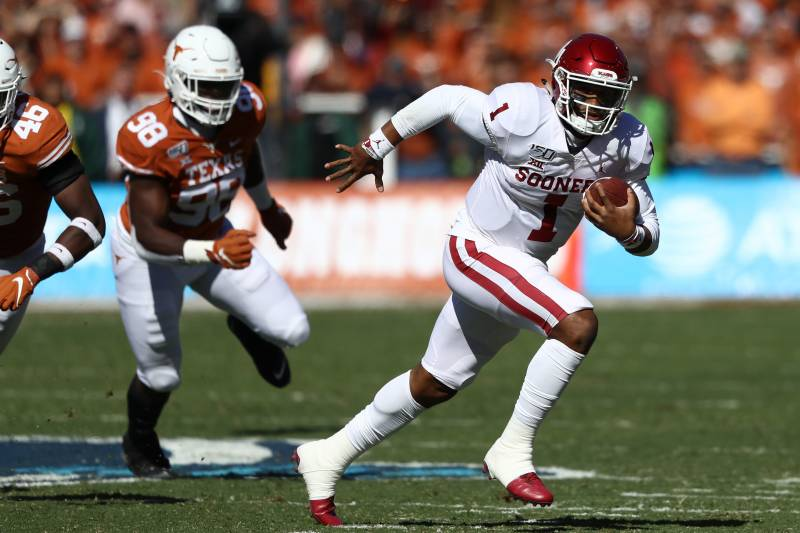 DALLAS, TEXAS - OCTOBER 12:  Jalen Hurts #1 of the Oklahoma Sooners runs the ball against the Texas Longhorns in the first quarter during the 2019 AT&T Red River Showdown at Cotton Bowl on October 12, 2019 in Dallas, Texas. (Photo by Ronald Martinez/Getty Images)
