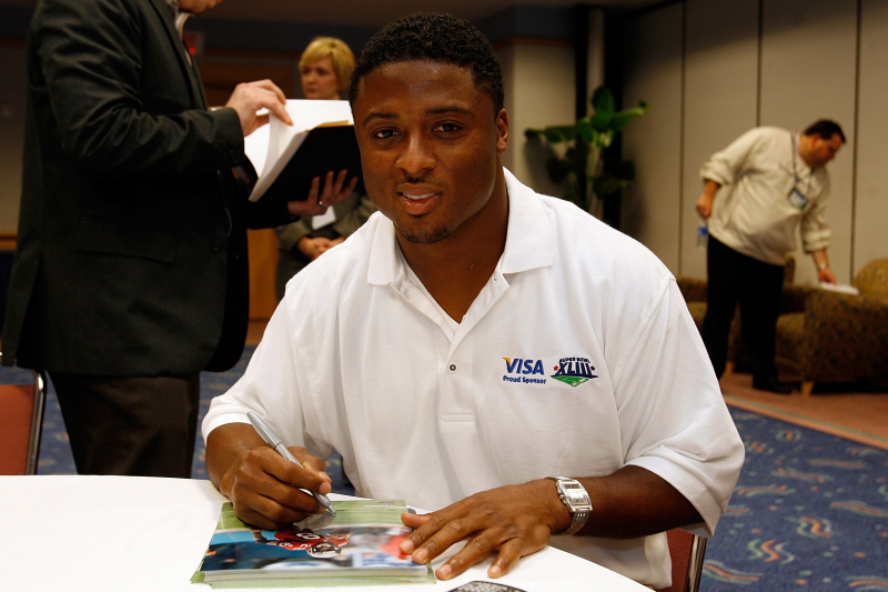 Ex-NFL RB Warrick Dunn Donates 173rd Home to Single Parent Through Foundation