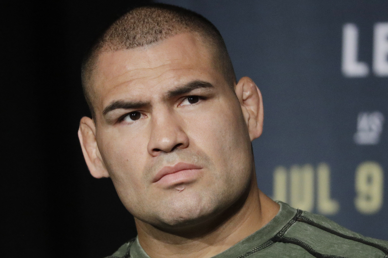 Cain Velasquez Knee Injury, SmackDown Travel Issues, More in Nov. 1 WWE Roundup