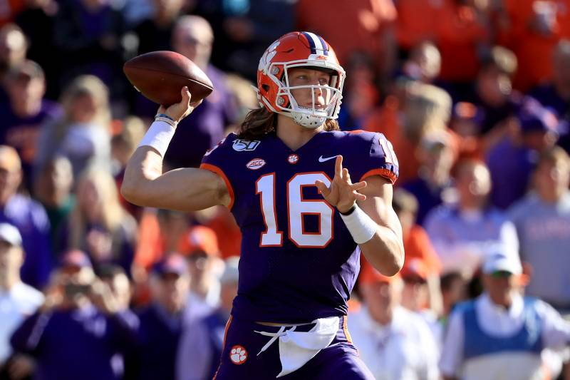 Trevor Lawrence No 4 Clemson Rout Wofford Behind Travis