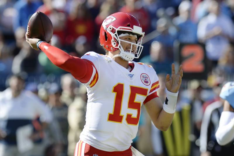 Chiefs Patrick Mahomes Says Knee Injury Is Doing Fine