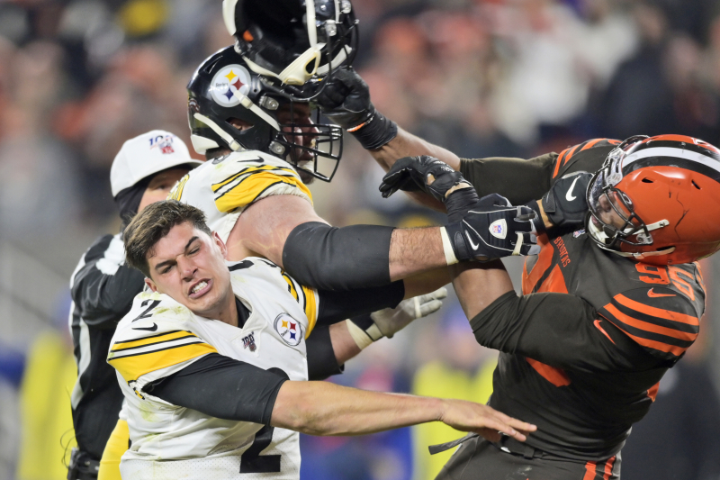 Browns' Myles Garrett Ejected After Hitting Mason Rudolph in Head with Helmet