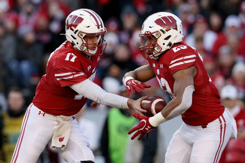 Wisconsin S Jonathan Taylor Sets Fbs Record With 12th 200