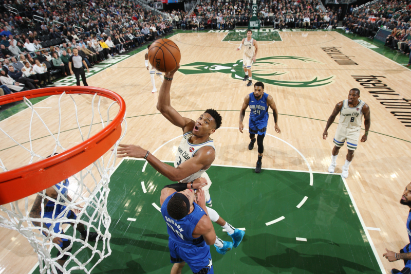 Giannis' 32 Points Lead Bucks Past Aaron Gordon, Magic for 15th Straight Win