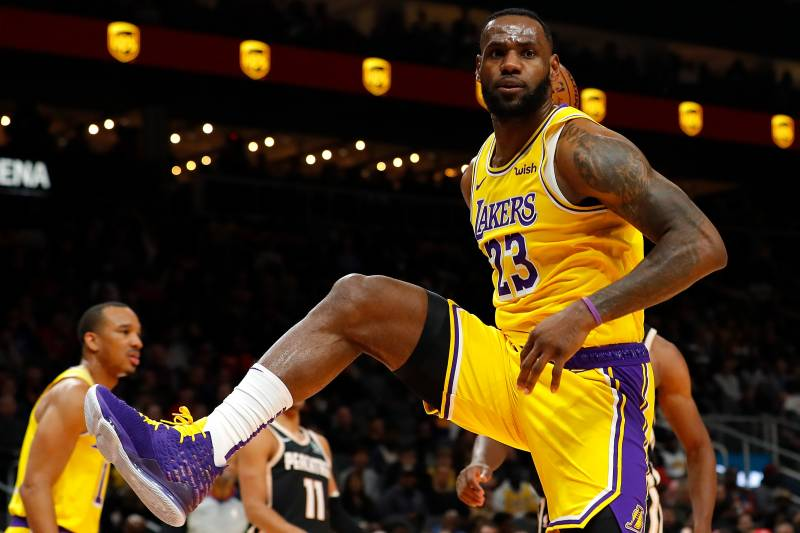 Lebron Lakers >> Lebron James Anthony Davis Combine For 59 As Lakers Edge