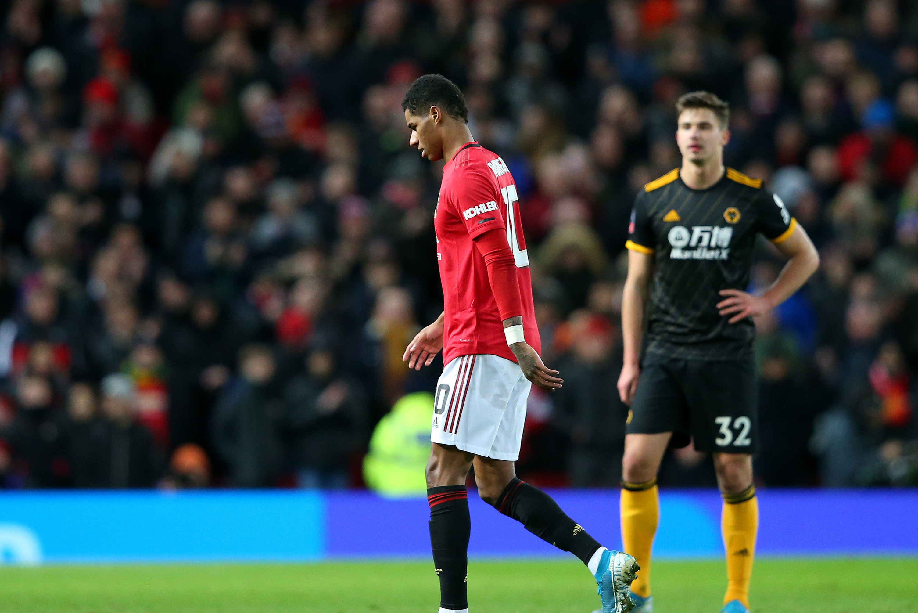 Manchester United S Marcus Rashford Exits Vs Wolves After Suffering Injury Bleacher Report Latest News Videos And Highlights