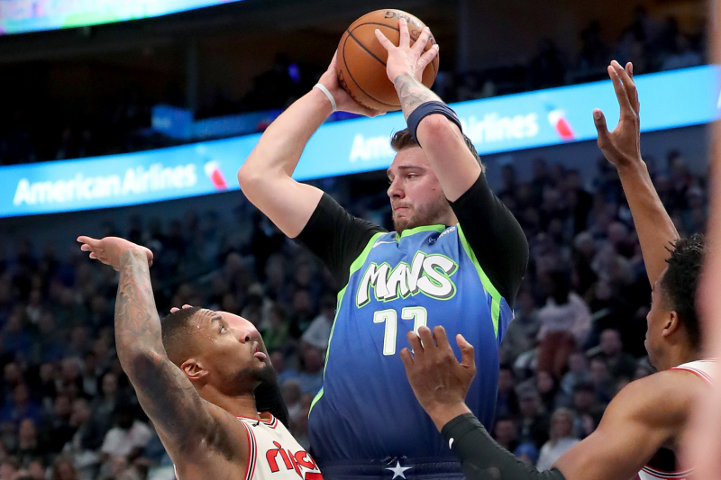 Luka Doncic Drops 35 as Mavericks Beat Trail Blazers Despite Damian Lillard's 34