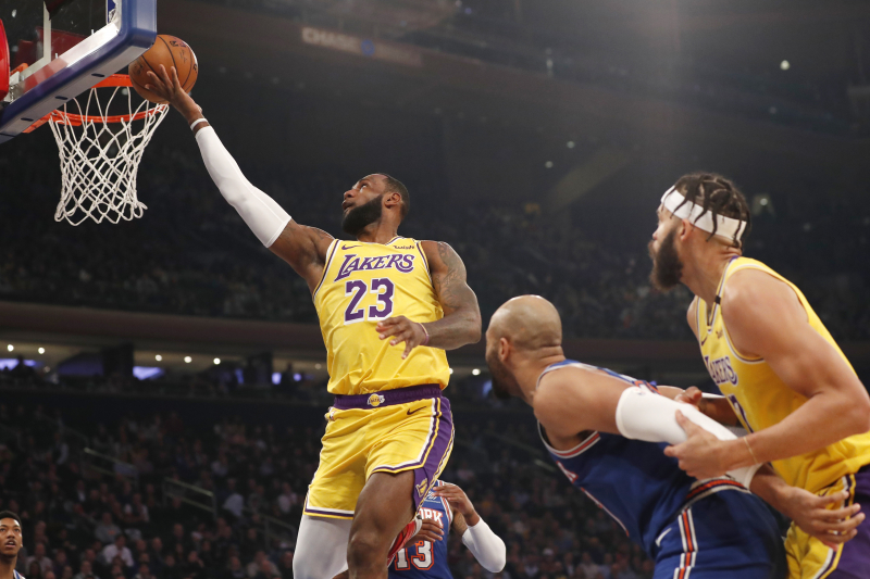 Anthony Davis, LeBron James Lead Lakers to Win vs. RJ Barrett-Less Knicks