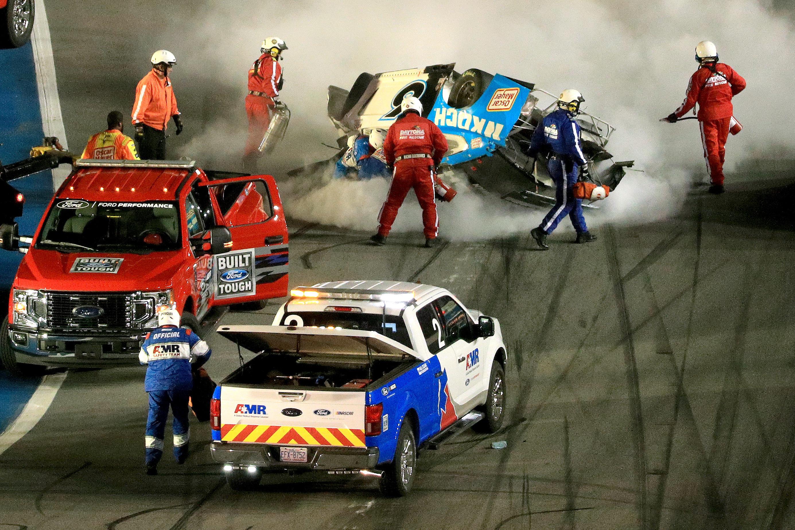 Nascar Paramedic Got Into Ryan Newman S Car 35 Seconds After Daytona 500 Crash Bleacher Report Latest News Videos And Highlights