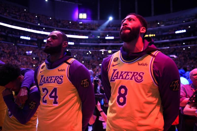 Howard告訴全隊Kobe去世,一眉問哪個Kobe?詹姆斯:別逗我了!然後全隊都哭了…-籃球圈