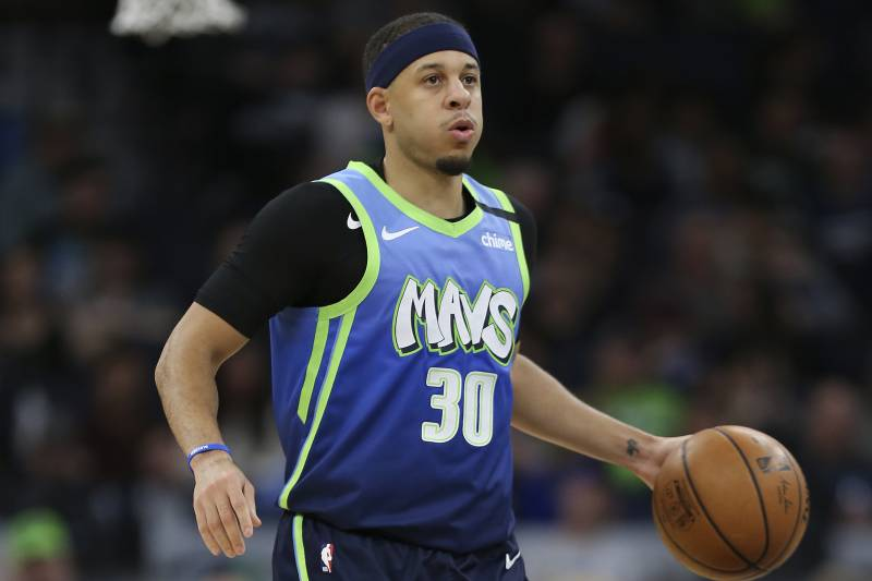 Dallas Mavericks' Seth Curry in the second half of an NBA basketball game against the Minnesota Timberwolves, Sunday, March 1, 2020, in Minneapolis. Dallas won 111-91. (AP Photo/Stacy Bengs)