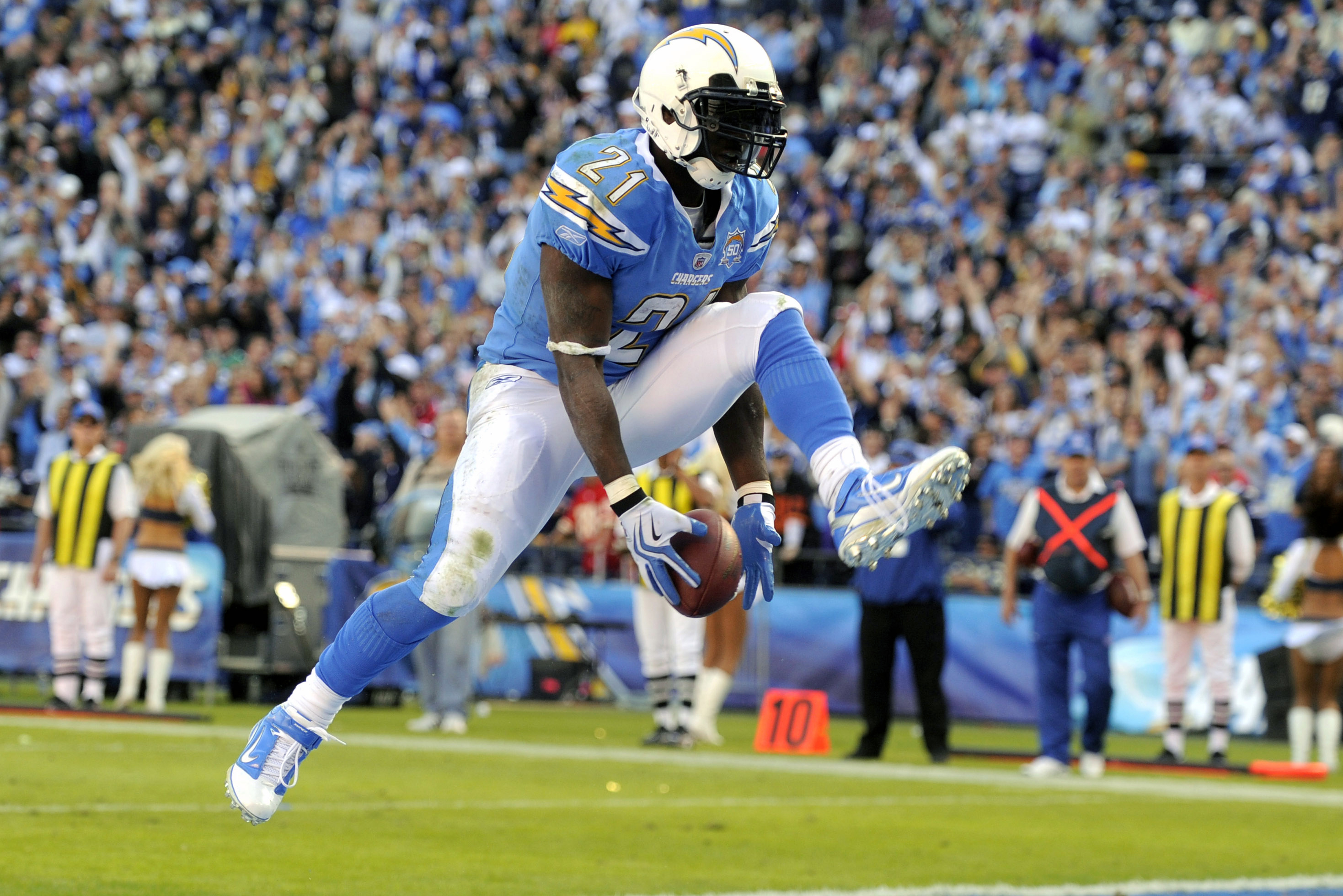 LaDainian Tomlinson Leads Chargers Past Raiders in B/R Madden GOAT ...