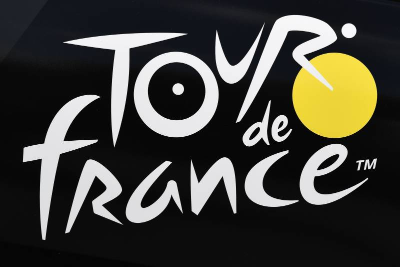 A picture taken on July 3, 2019 shows the logo of the Tour de France in Brussels centre, three days prior to the start of the 106th edition of the Tour de France cycling race. - On Saturday, July 6, the 106th edition of the Tour de France will start with a 194.5km stage in the region of Brussels, 100 years after the introduction of the yellow jersey and 50 years after Belgian legend Eddy Merckx won his first Tour. (Photo by JEFF PACHOUD / AFP) (Photo credit should read JEFF PACHOUD/AFP via Getty Images)