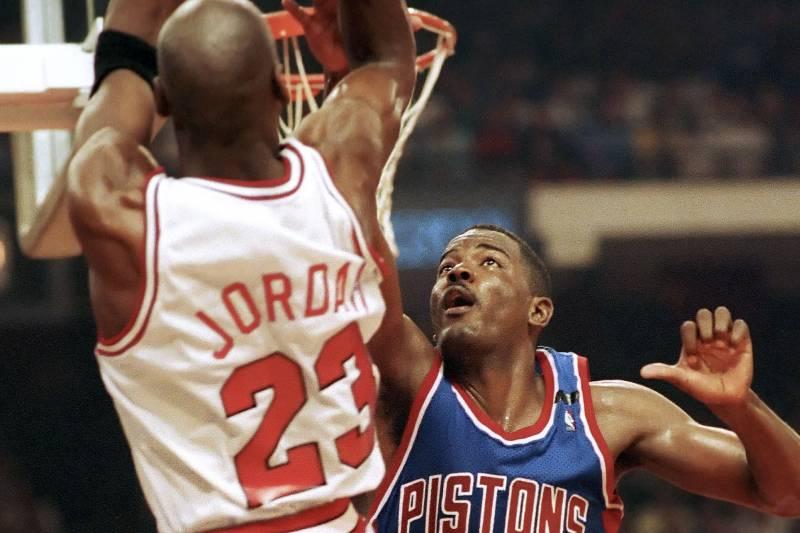 Jordan shoots over Dumars