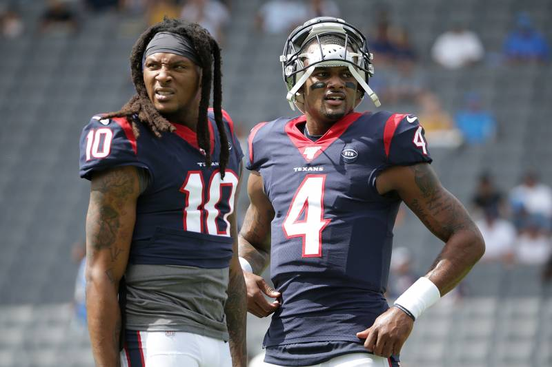 CARSON, CALIFORNIA - SEPTEMBER 22: DeAndre Hopkins #10 and Deshaun Watson #4 of the Houston Texans look on prior to the start of the game against the Los Angeles Chargers at Dignity Health Sports Park on September 22, 2019 in Carson, California. (Photo by Jeff Gross/Getty Images)