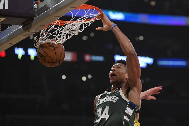 Milwaukee Bucks forward Giannis Antetokounmpo thumps during the first half of an NBA basketball game against the Los Angeles Lakers on Friday, March 6, 2020 in Los Angeles. (AP Photo / Mark J. Terrill)