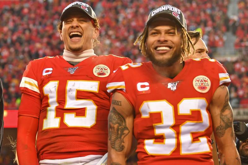 KANSAS CITY, MO - JANUARY 19: Quarterback Patrick Mahomes # 15 and strong safety Tyrann Mathieu # 32 of the Kansas City Chiefs celebrate after defeating the Tennessee Titans in the AFC Championship Game at Arrowhead Stadium on January 19, 2020 in Kansas City, Missouri . (Photo by Peter G. Aiken / Photos of Getty)