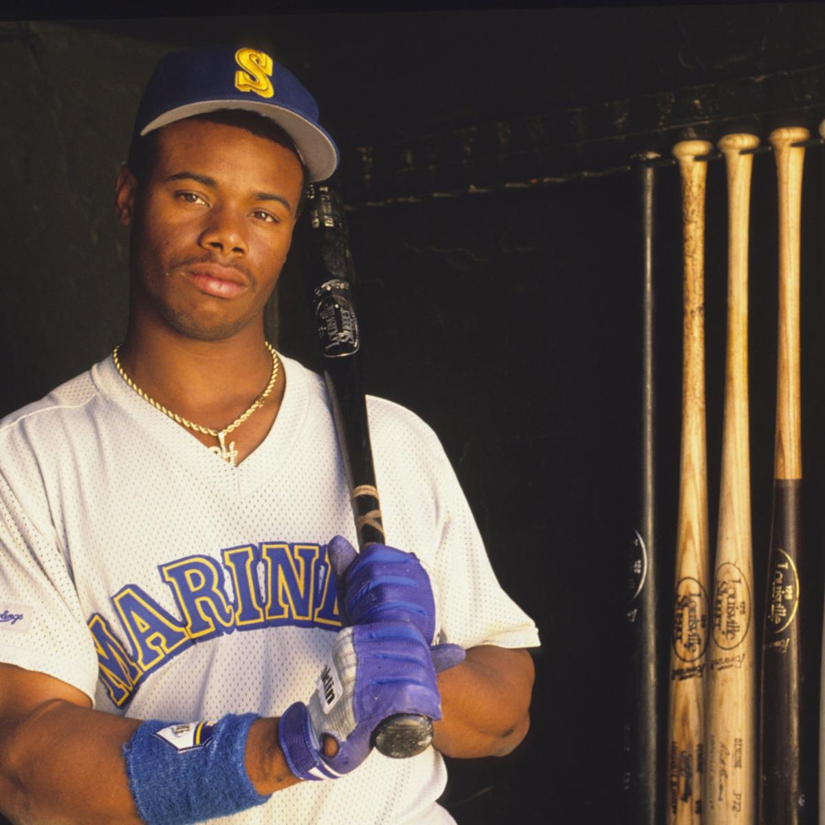 Ranking Ken Griffey Jr., Barry Bonds and MLB's Top 25 Outfielders of the 1990s thumbnail