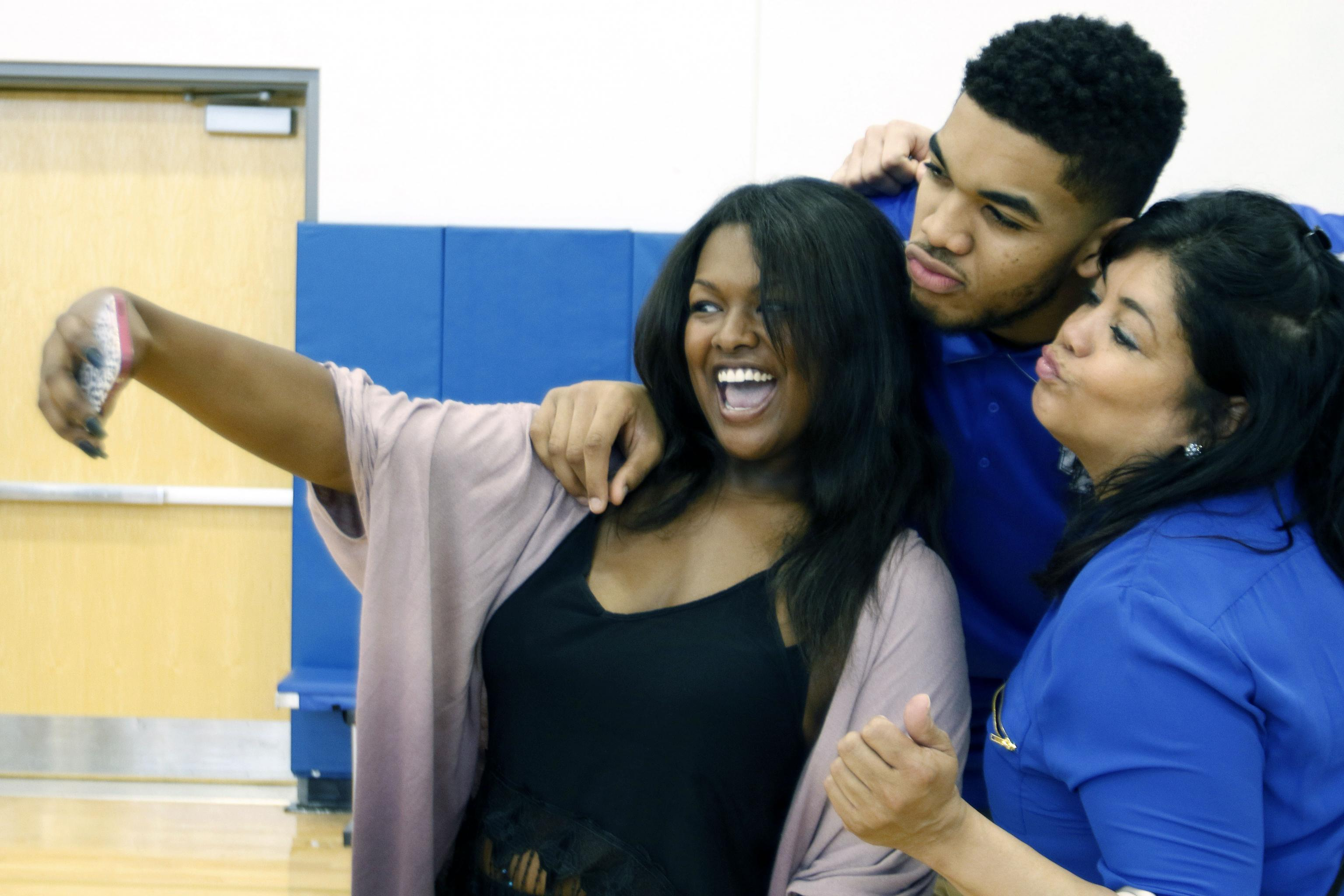 Karl Anthony Towns Pays Tribute To Late Mother Jacqueline Cruz On Her Birthday Bleacher Report Latest News Videos And Highlights