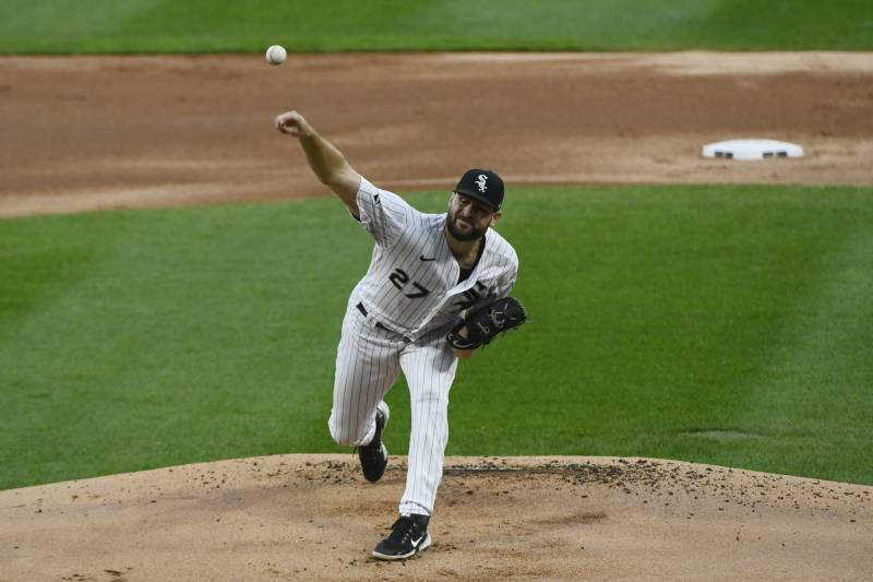 Chicago White Sox starting pitcher Lucas Giolito delivers during the first inning of the team's baseball game against the Pittsburgh Pirates, Tuesday, Aug. 25, 2020, in Chicago. (AP Photo/Matt Marton)