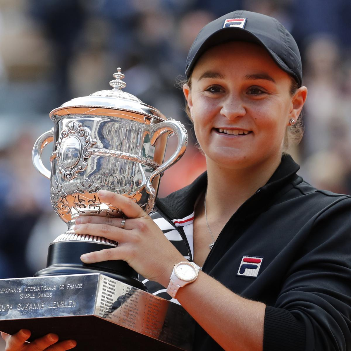 Top-Ranked Tennis Player Ash Barty Won't Defend French Open Title Amid COVID-19 thumbnail