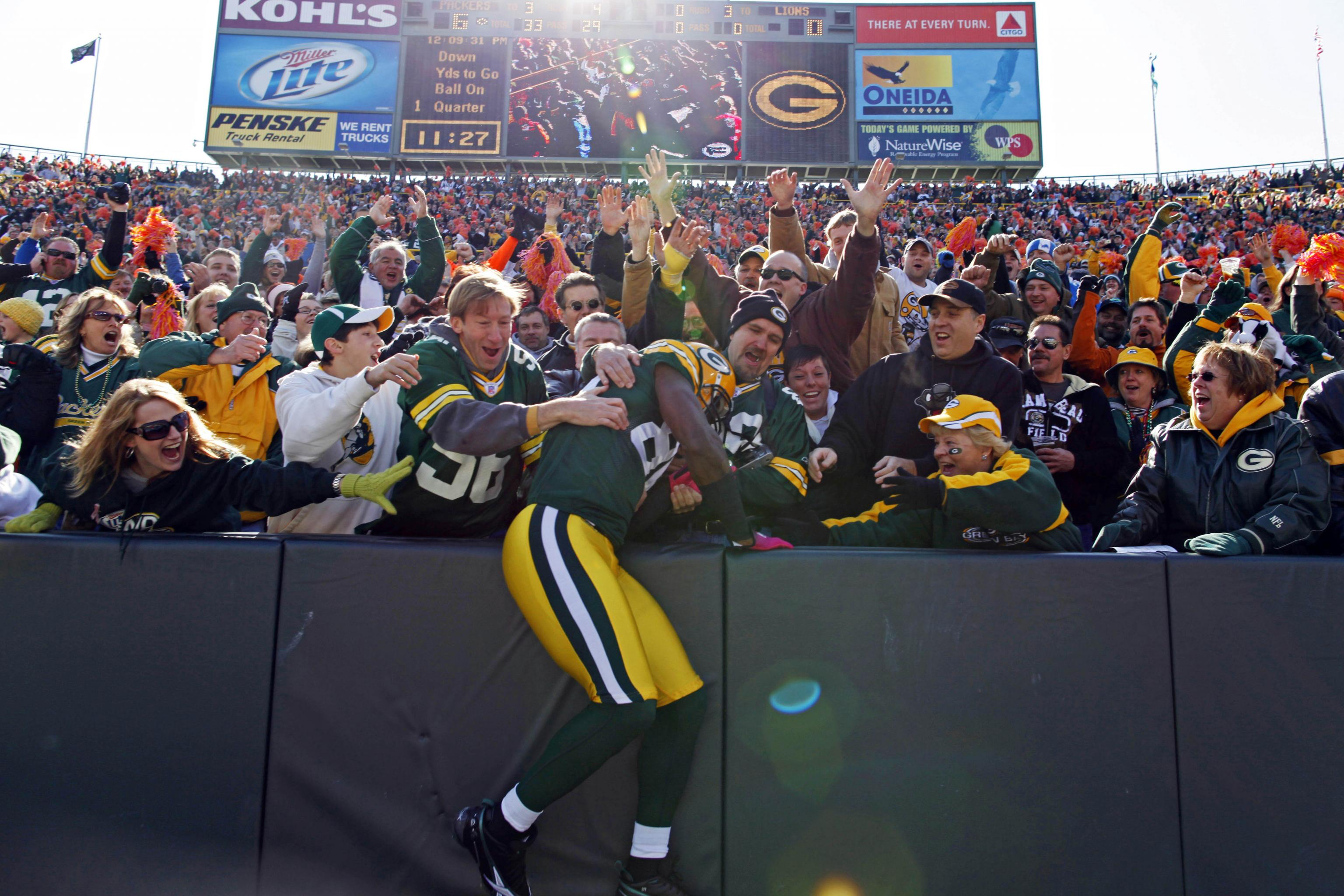 Packers Aaron Jones Plans To Continue Lambeau Leap Tradition Without Fans Bleacher Report Latest News Videos And Highlights