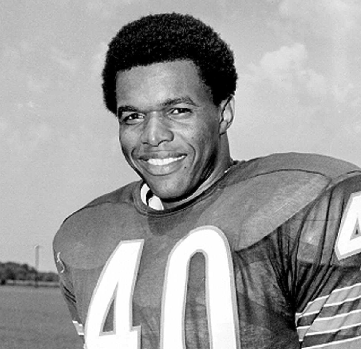 Gale Sayers, Bears Legend and Pro Football Hall of Famer, Dies at Age 77