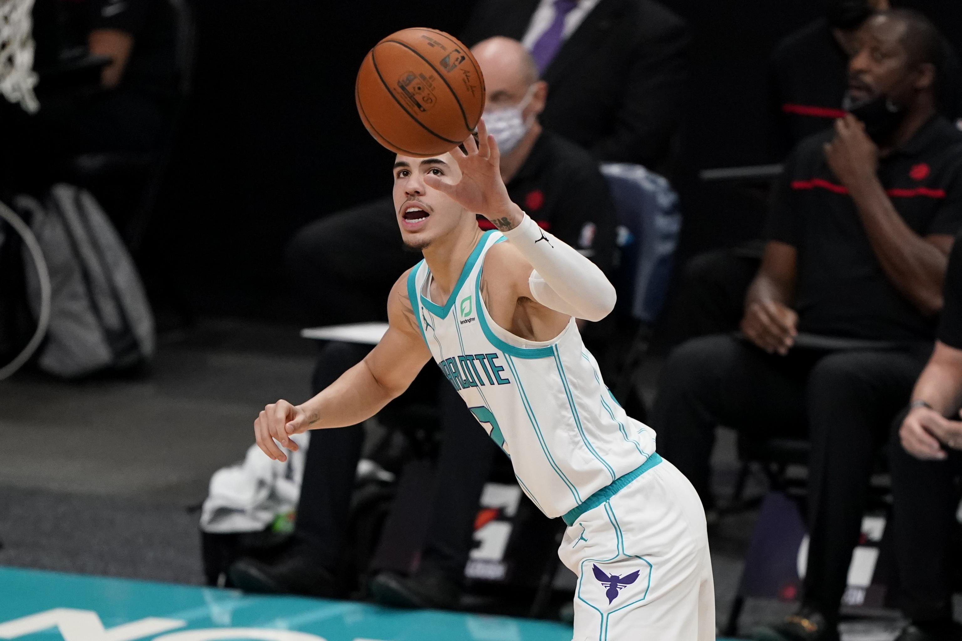 Lamelo Ball Held Scoreless Shows Off Passing Skills In Hornets Preseason Debut Bleacher Report Latest News Videos And Highlights