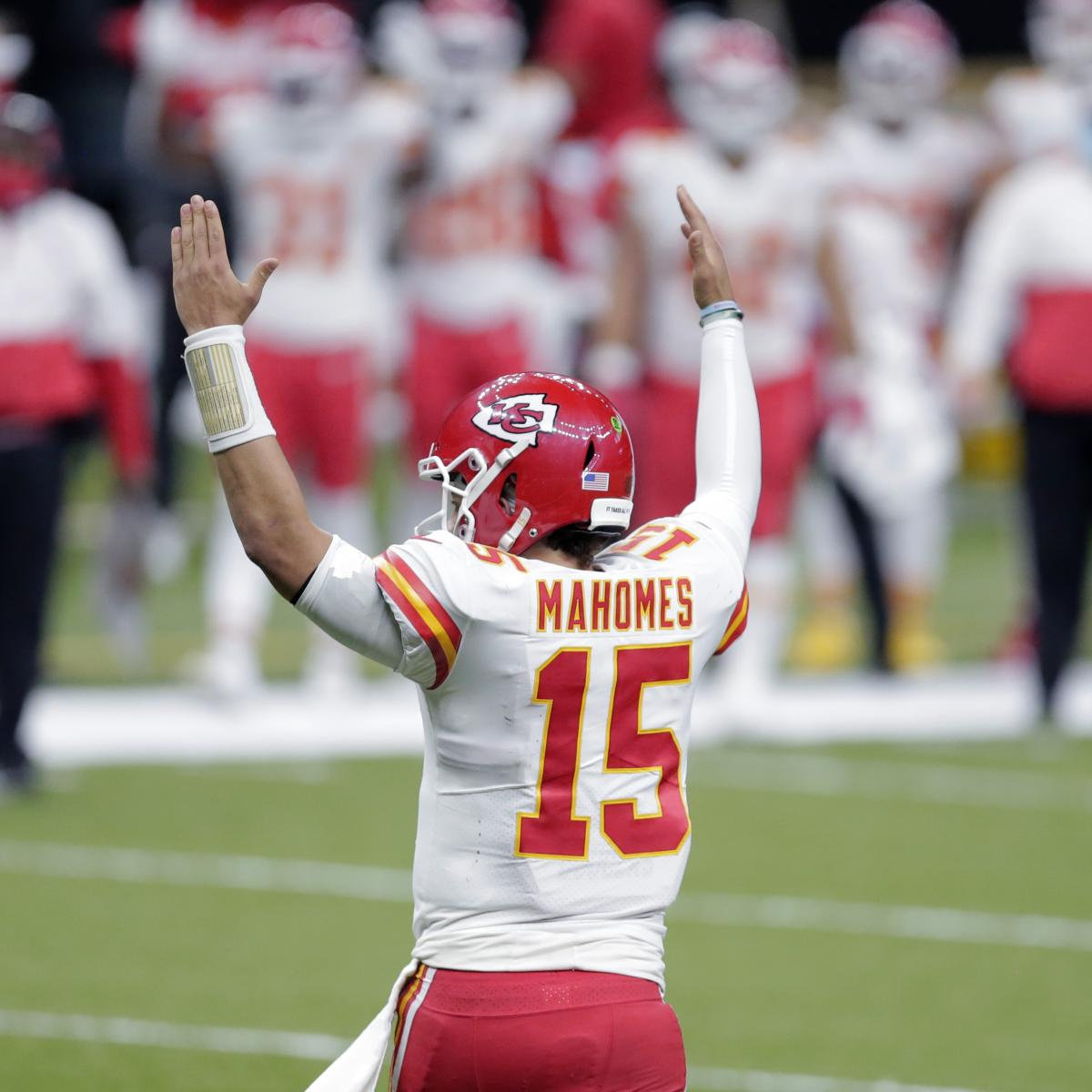 NFL Executives Pick Patrick Mahomes over Aaron Rodgers for MVP in Awards Survey thumbnail
