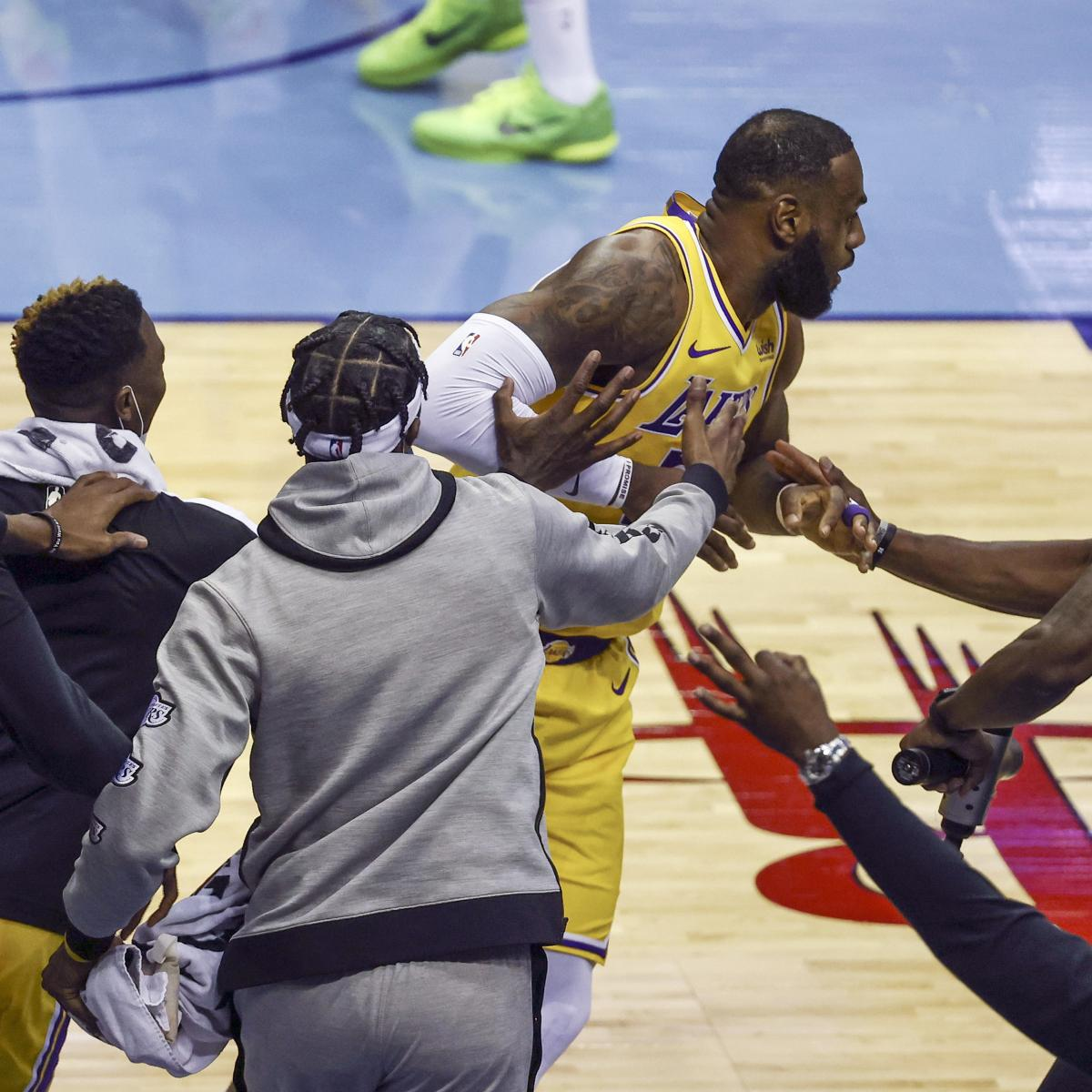 Lakers' LeBron James Said Dennis Schroder Bet He Wouldn't Make No-Look Corner 3