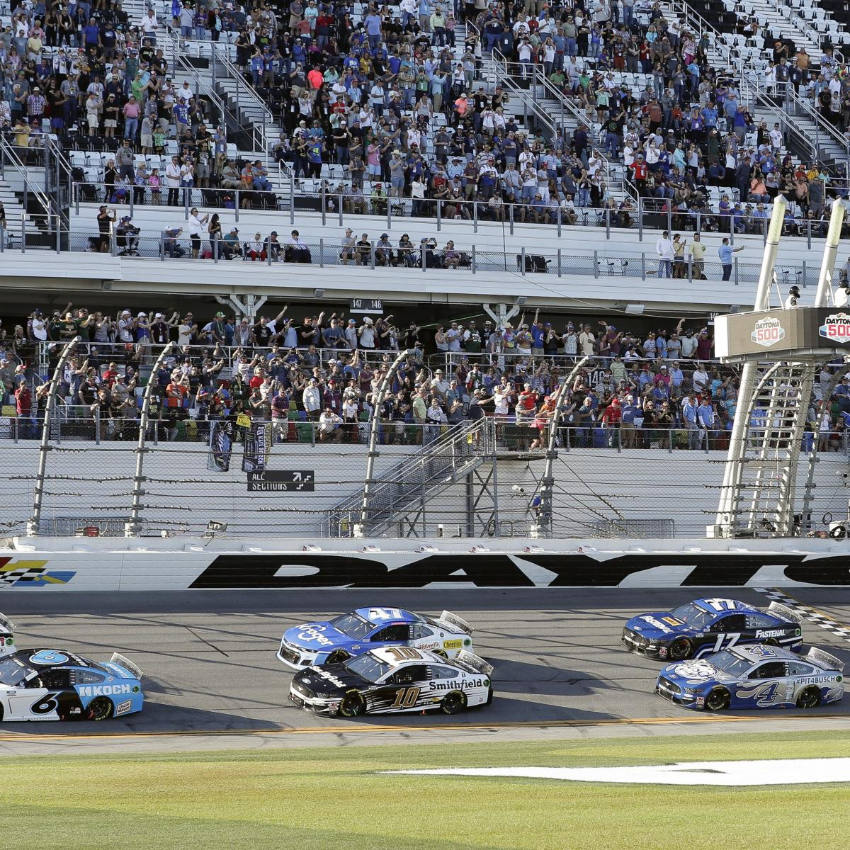Daytona 500 Expecting 30k Fans: 'Largest Sporting Event' in US Since COVID Hit thumbnail