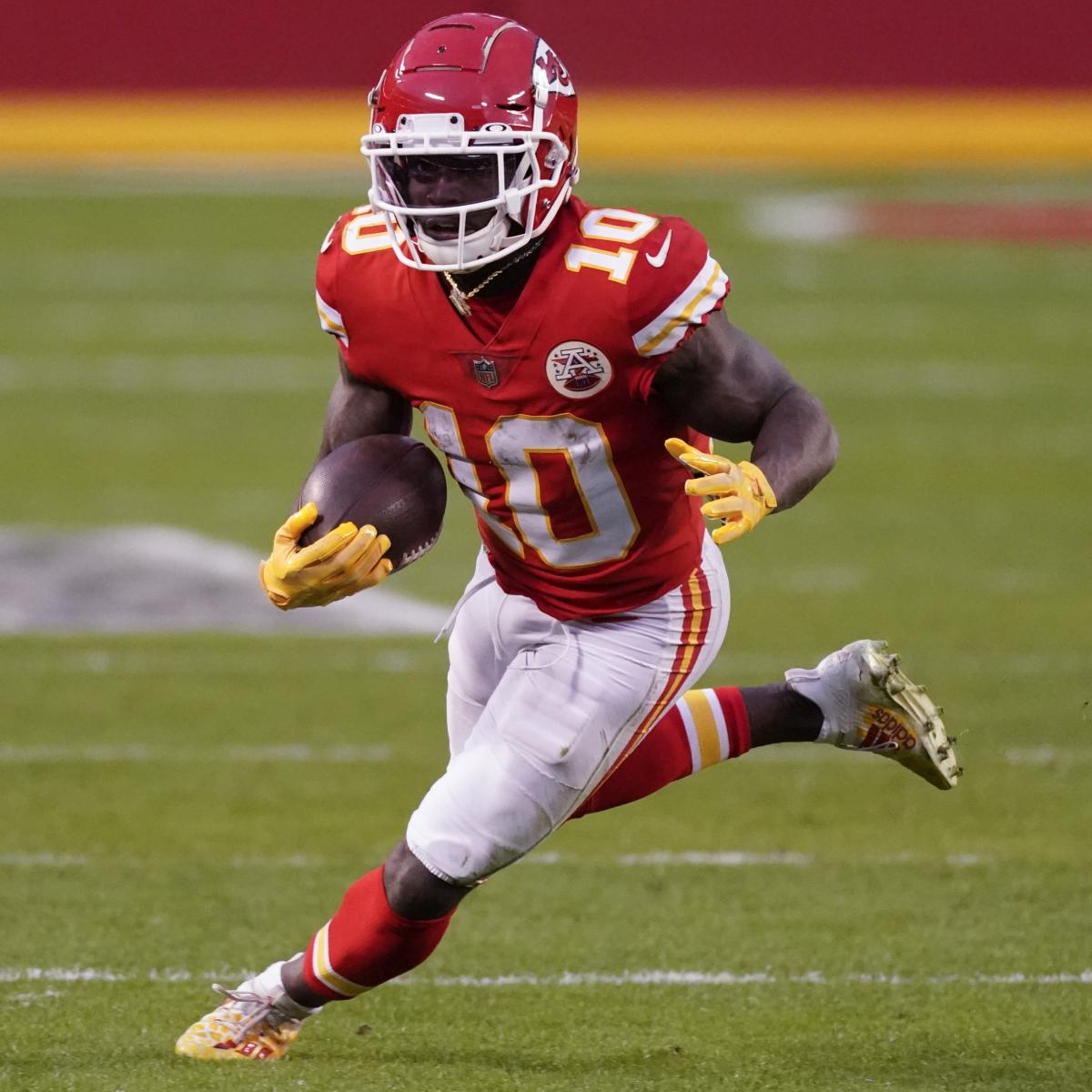 <p>Chiefs' Tyreek Hill Tired of Being Asked If He's Faster Than Bucs' Scotty Miller thumbnail
